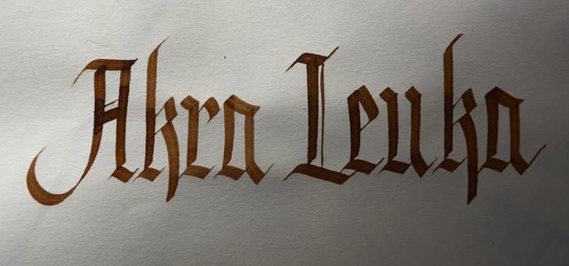 Akra Leuka - Cerveza Artesana - Proyecto del curso de caligrafía gótica de Oriol Miró 9