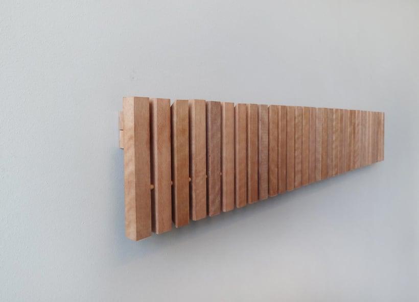 Marimba colgador de pared wall hanger domestika - Colgadores de pared de madera ...