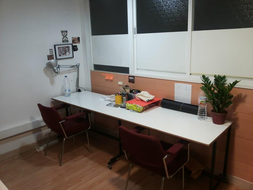 Buscamos compañeros para espacio de trabajo en Barcelona (Gràcia). ¡URGE! 75€/mes 2