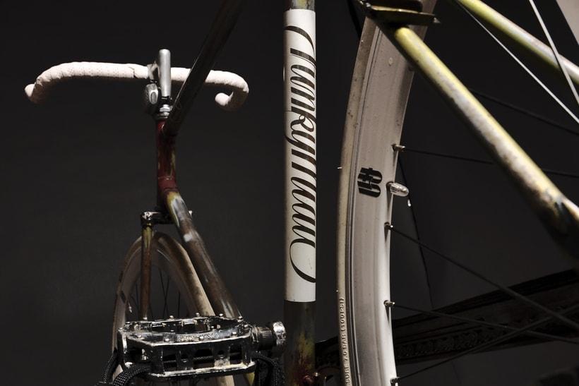 Bike Custom para Funky Miau Logotipo personal y Customización manual de bicicleta usando pintura acrílica, vinilo de corte y barniz satinado. 4