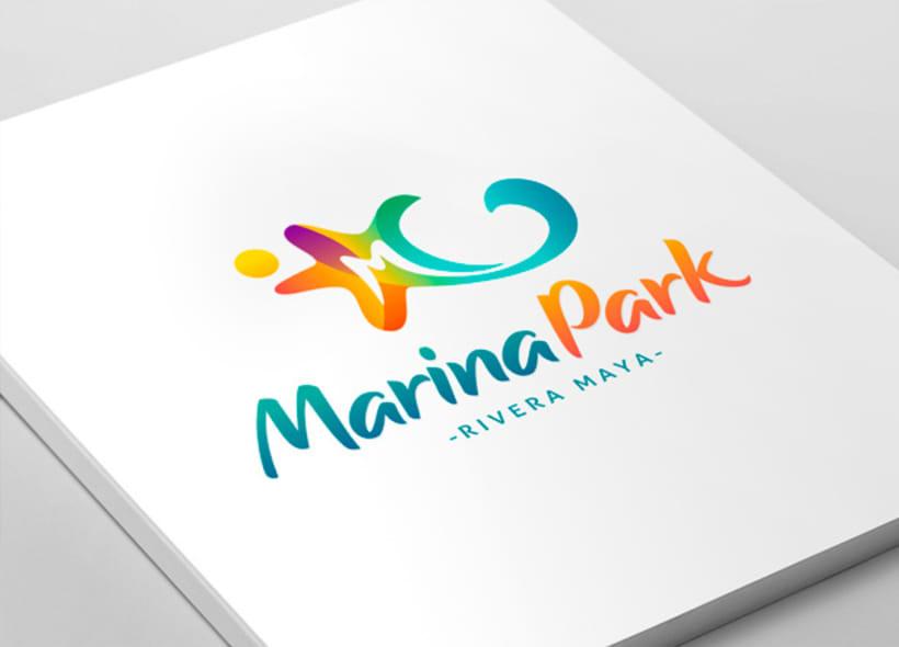 Diseño de logotipo para Marina Park, un centro de ocio que incluye un parque acuático y zona comercial, situado en la Rivera Maya mexicana. El icono definitivo representa una estrella de mar de 5 puntas. 0