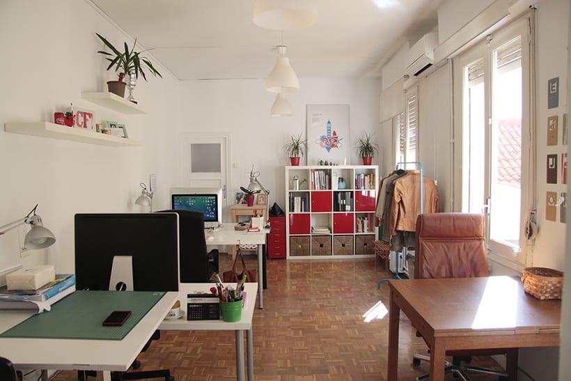 2 puestos de trabajo en bonita y luminosa oficina en Chueca. 170€/puesto 1