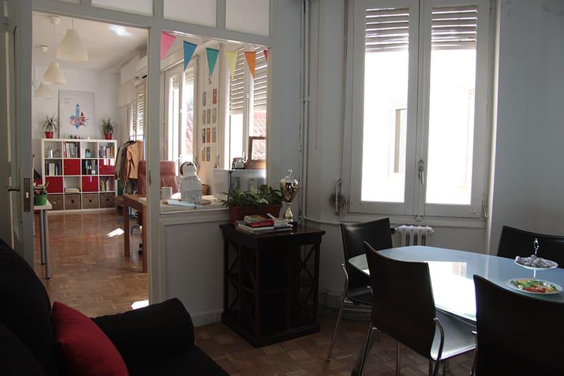 2 puestos de trabajo en bonita y luminosa oficina en Chueca. 170€/puesto 2