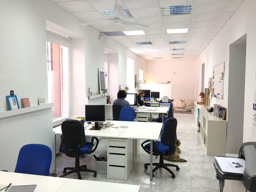 Alquilamos puestos de trabajo en estudio muy tranquilo en El Rastro, Madrid 1
