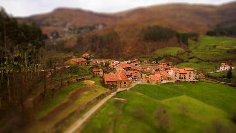 Fotografía aerea de pequeña aldea Cantabra -1
