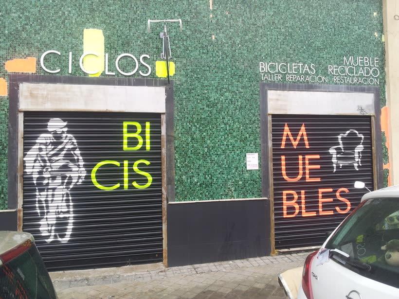 Decoración fachada tienda Ciclos con stencil y spray 8
