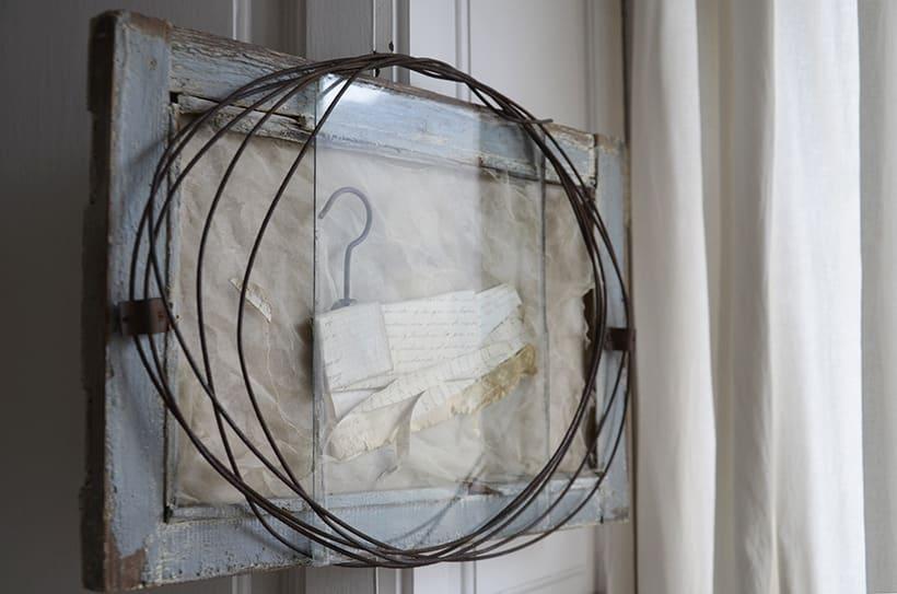 """Reasons, circles and secrets "". Montaje Escultura Collage Arte. Poesía visual. Material antigüo. Técnica Upcycling. 2"