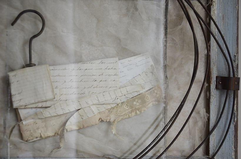 """Reasons, circles and secrets "". Montaje Escultura Collage Arte. Poesía visual. Material antigüo. Técnica Upcycling. 3"