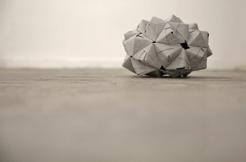 The creative process Cartoncita when generating pieces of origami.  5
