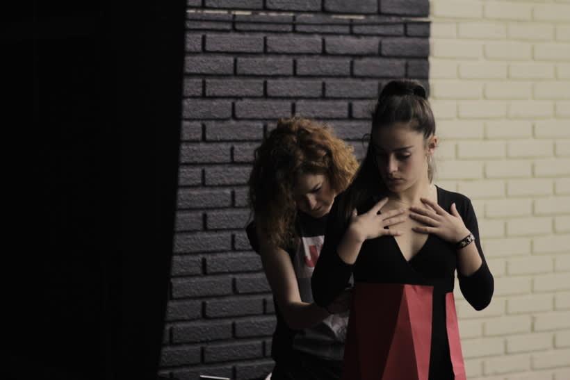 ROJO (videoclip) 4