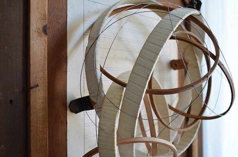 """""""Pensar fuera de la caja"""". Ensamblaje Escultura Collage Arte. Poesía visual. Material antigüo. Técnica Upcycling. 2"""