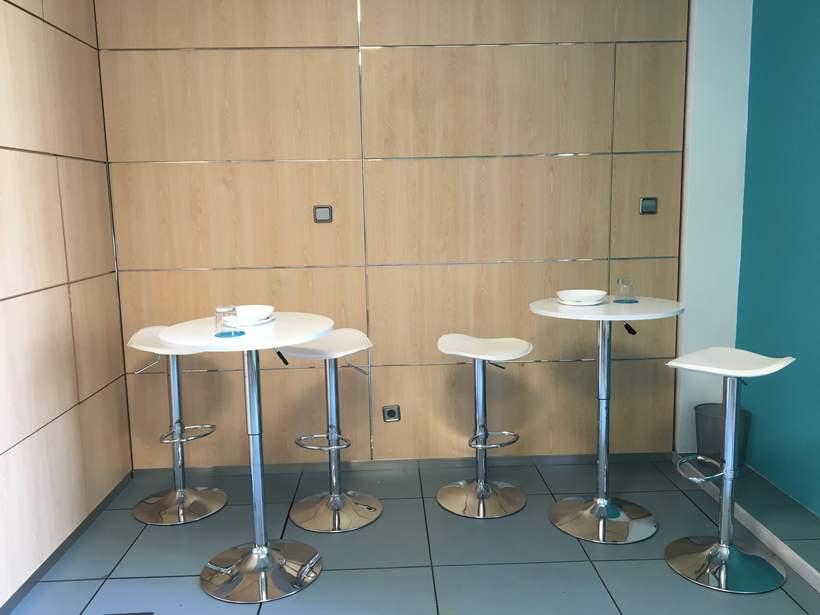Centro de Negocios Inn Offices Aeropuerto despachos desde 350€/mes, salas reunión 15€/hora, salas formación o conferencias desde 20€/hora (dependiendo de aforo), Co-working  120€/mes, oficina virtual básica 40€/mes  o completa 75€/mes (Iva no incluido) 7