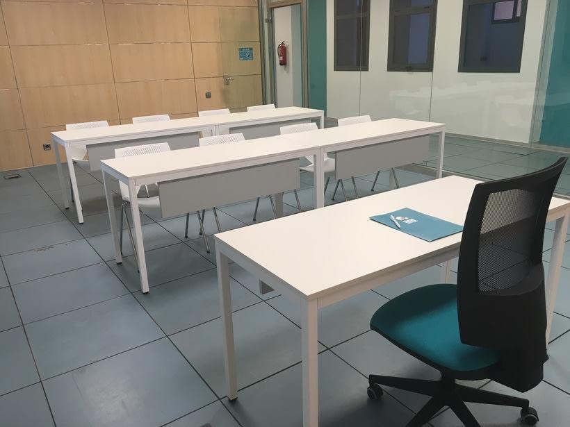 Centro de Negocios Inn Offices Aeropuerto despachos desde 350€/mes, salas reunión 15€/hora, salas formación o conferencias desde 20€/hora (dependiendo de aforo), Co-working  120€/mes, oficina virtual básica 40€/mes  o completa 75€/mes (Iva no incluido) 11