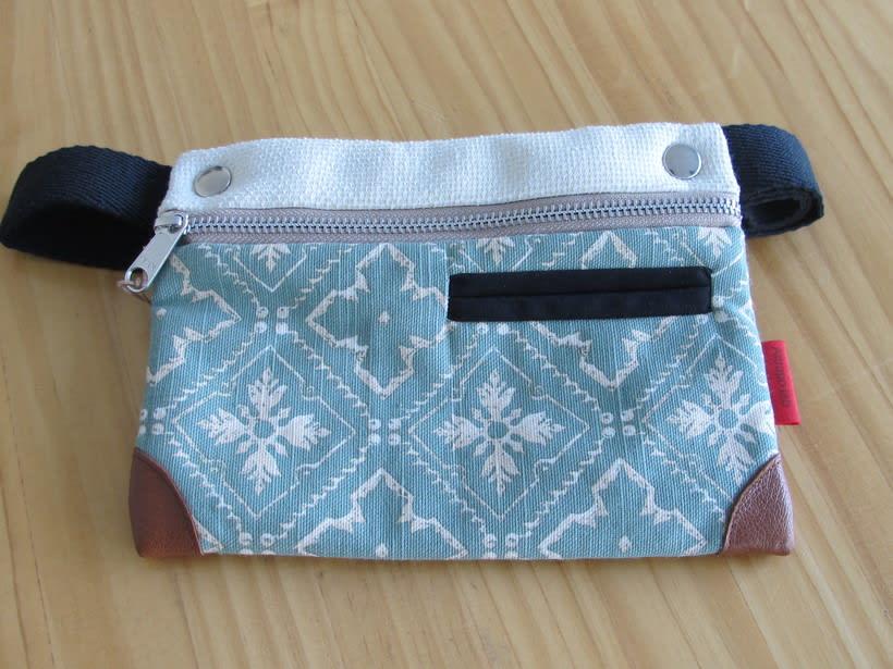 Riñoneras confeccionadas con tejidos reciclados, confeccionadas a mano y con un diseño único. 1