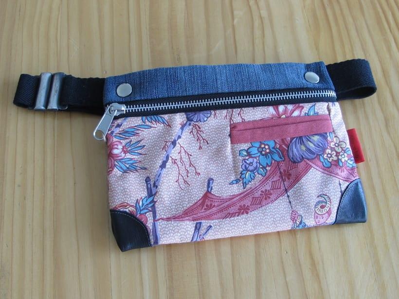 Riñoneras confeccionadas con tejidos reciclados, confeccionadas a mano y con un diseño único. 15