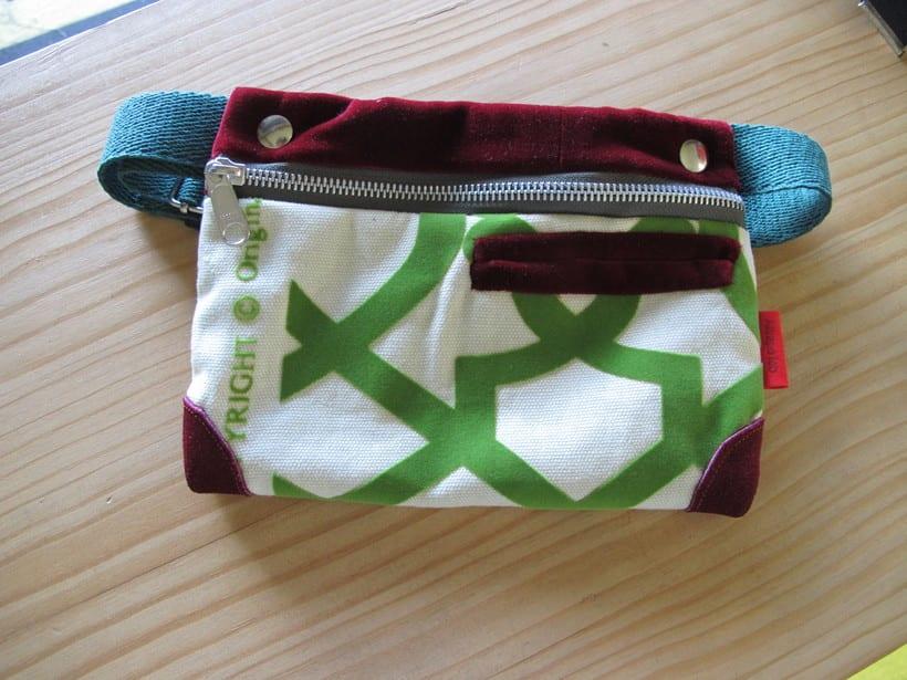 Riñoneras confeccionadas con tejidos reciclados, confeccionadas a mano y con un diseño único. 9