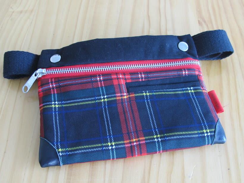 Riñoneras confeccionadas con tejidos reciclados, confeccionadas a mano y con un diseño único. 5