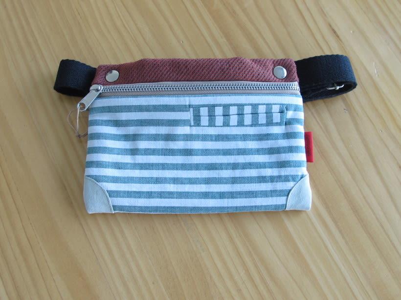 Riñoneras confeccionadas con tejidos reciclados, confeccionadas a mano y con un diseño único. 11