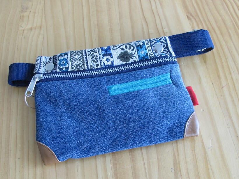 Riñoneras confeccionadas con tejidos reciclados, confeccionadas a mano y con un diseño único. 17