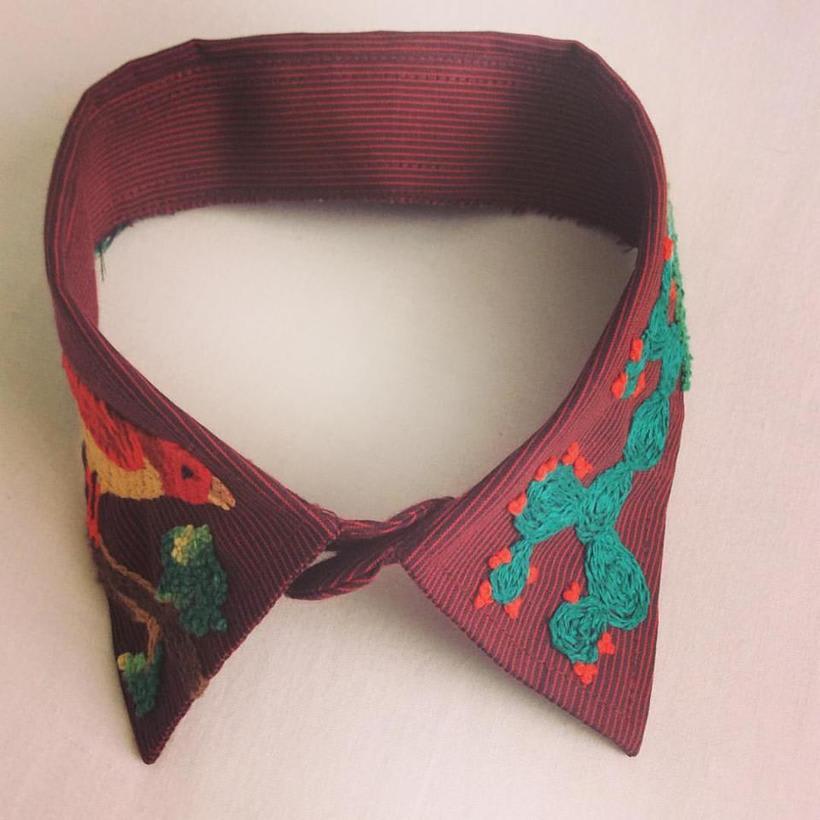Mi Proyecto del curso: cuello y lotería mexicana. Este bordado está inspirado en las imágenes de la tradicional lotería mexicana: el pájaro y el nopal. Y también en las montañas de mi querida Bogotá. 1