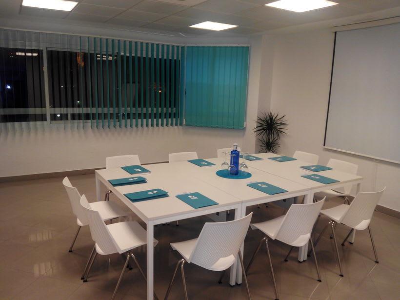 Salas de reunión o formación 4