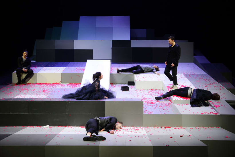 """Escenografía para la obra """"Los Bandidos"""" de F. Schiller. Teatro estatal de Karlsruhe, Alemania. Premiere 17.01.15. Dirección : Mina Salehpour 0"""