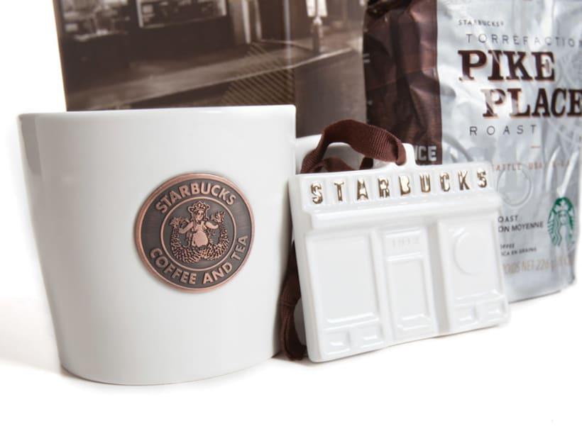 Diseñador de packaging en Starbucks de día, ilustrador de noche 8