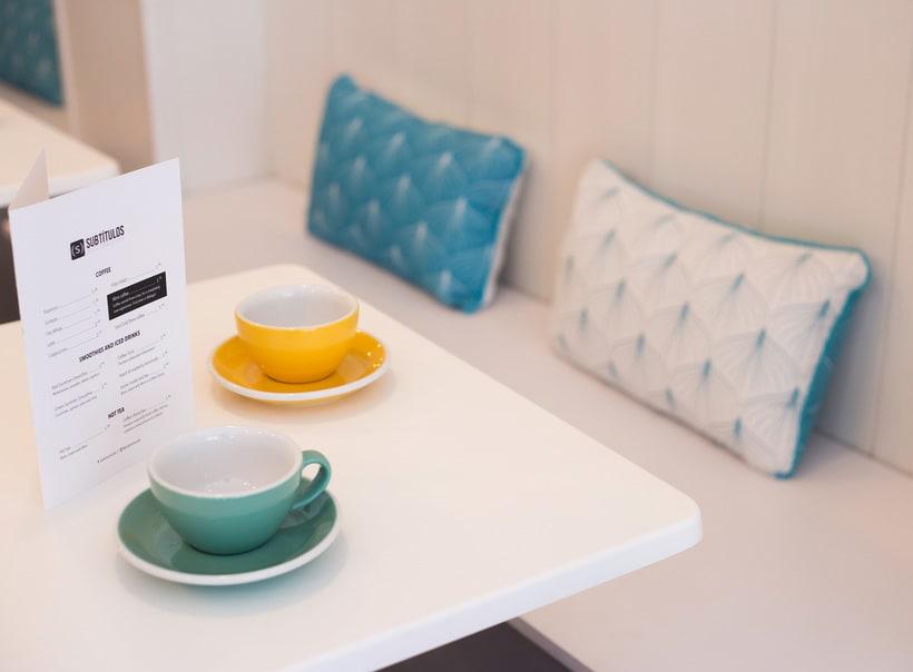 Fotografía de interior - Subtítulos café 1