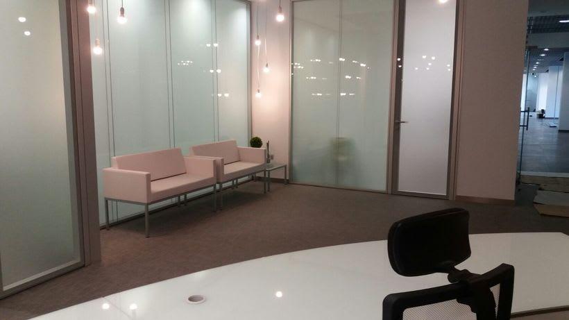 Centro de Negocios Inn Offices Cartuja despachos desde 550€/mes, salas reunión 20€/hora, salas formación o conferencias desde 30€/hora (dependiendo de aforo), Co-working 180€/mes, oficina virtual básica 40€/mes o completa 75€/mes (Iva no incluido) 1