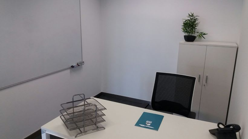 Centro de Negocios Inn Offices Cartuja despachos desde 550€/mes, salas reunión 20€/hora, salas formación o conferencias desde 30€/hora (dependiendo de aforo), Co-working 180€/mes, oficina virtual básica 40€/mes o completa 75€/mes (Iva no incluido) 3