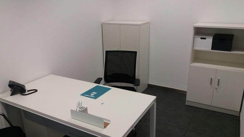 Centro de Negocios Inn Offices Cartuja despachos desde 550€/mes, salas reunión 20€/hora, salas formación o conferencias desde 30€/hora (dependiendo de aforo), Co-working 180€/mes, oficina virtual básica 40€/mes o completa 75€/mes (Iva no incluido) 6
