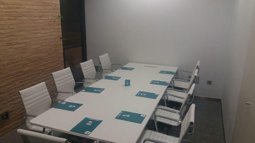 Centro de Negocios Inn Offices Cartuja despachos desde 550€/mes, salas reunión 20€/hora, salas formación o conferencias desde 30€/hora (dependiendo de aforo), Co-working 180€/mes, oficina virtual básica 40€/mes o completa 75€/mes (Iva no incluido) 8