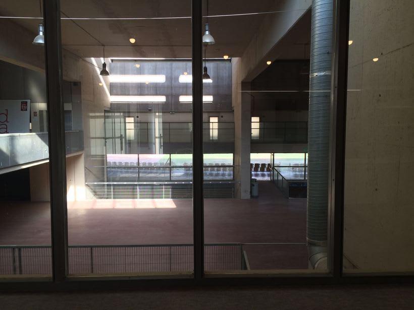 Centro de Negocios Inn Offices Cartuja despachos desde 550€/mes, salas reunión 20€/hora, salas formación o conferencias desde 30€/hora (dependiendo de aforo), Co-working 180€/mes, oficina virtual básica 40€/mes o completa 75€/mes (Iva no incluido) 9