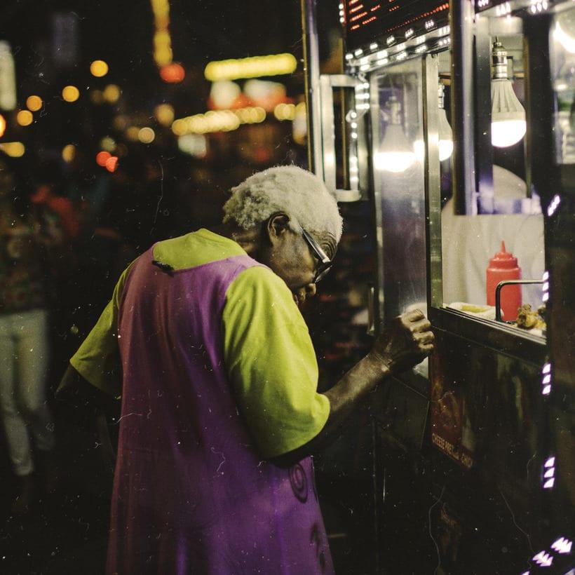 Gente en la calle. 2