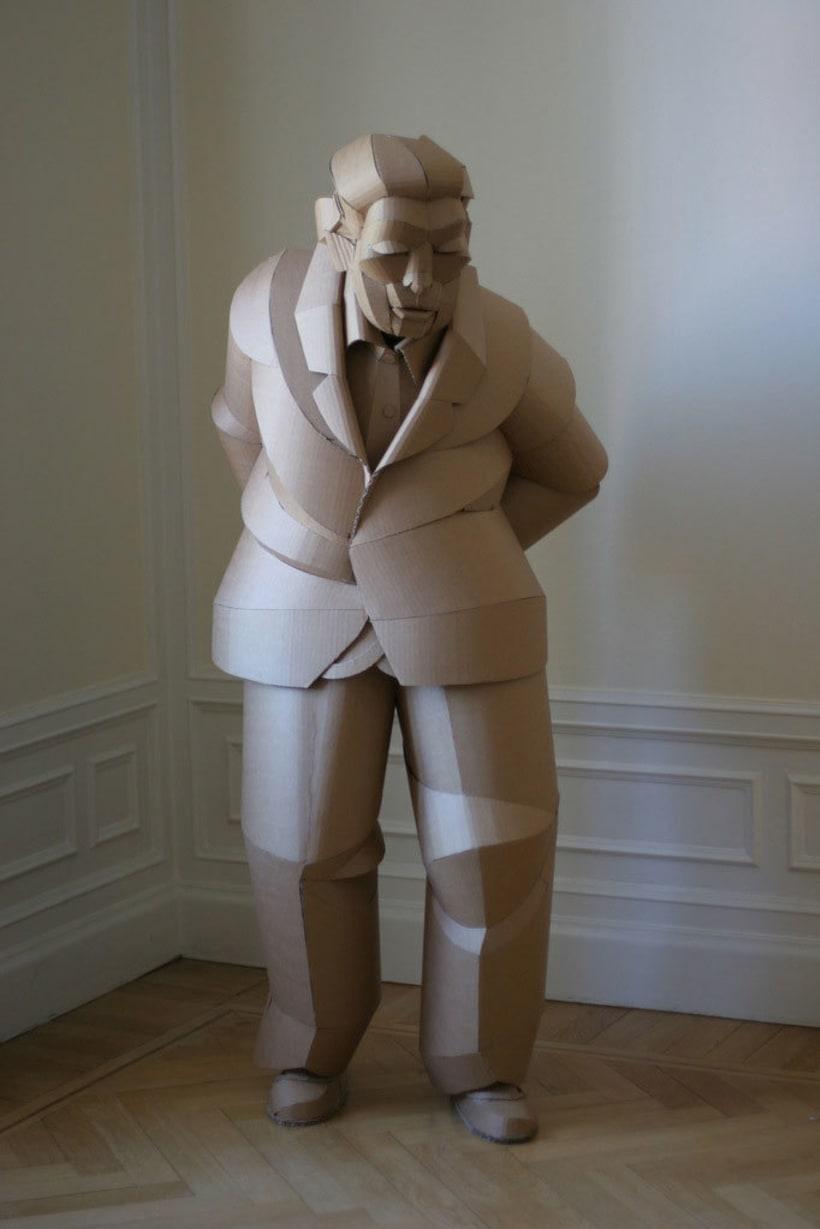 Warren King y sus realistas esculturas de cartón  2