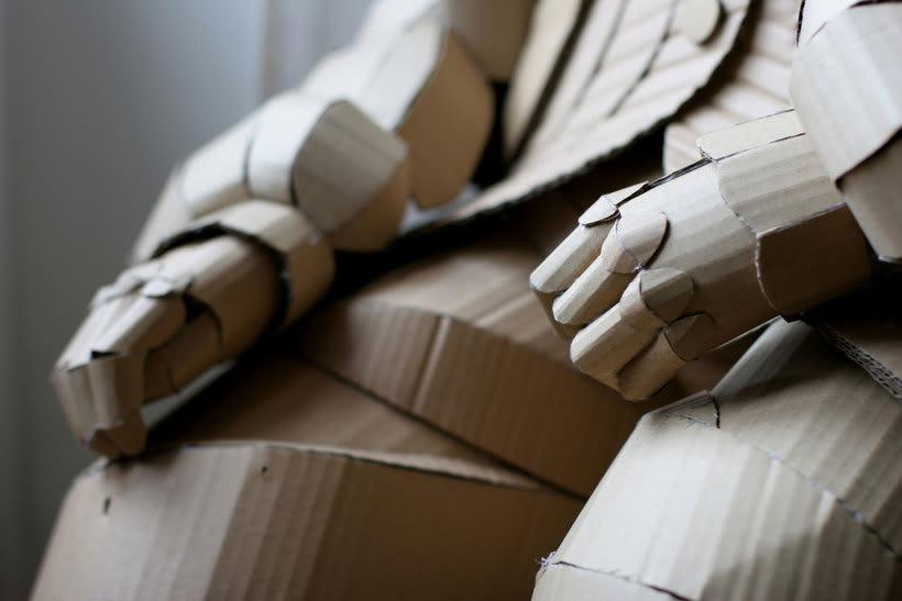 Warren King y sus realistas esculturas de cartón  6