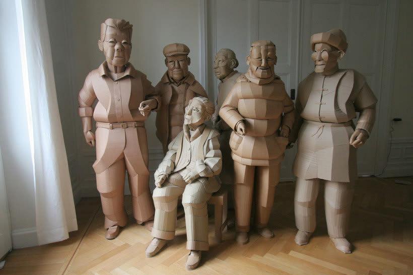 Warren King y sus realistas esculturas de cartón  11