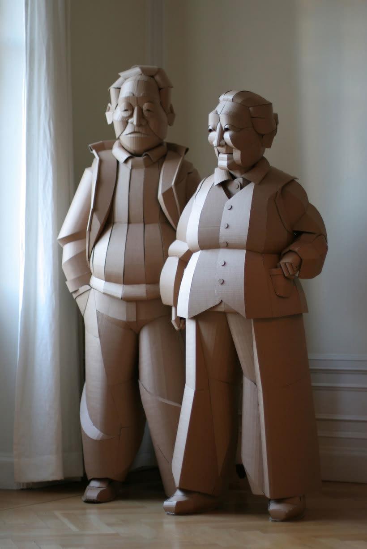 Warren King y sus realistas esculturas de cartón  12