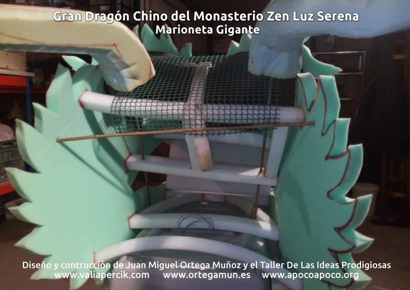Gran dragón chino del Monasterio Zen Luz Serena. Marioneta gigante 1