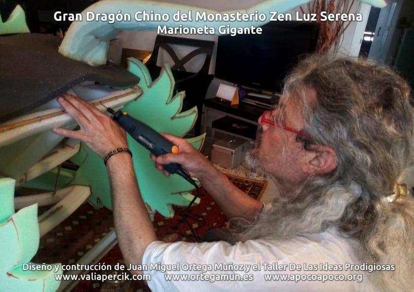 Gran dragón chino del Monasterio Zen Luz Serena. Marioneta gigante 2