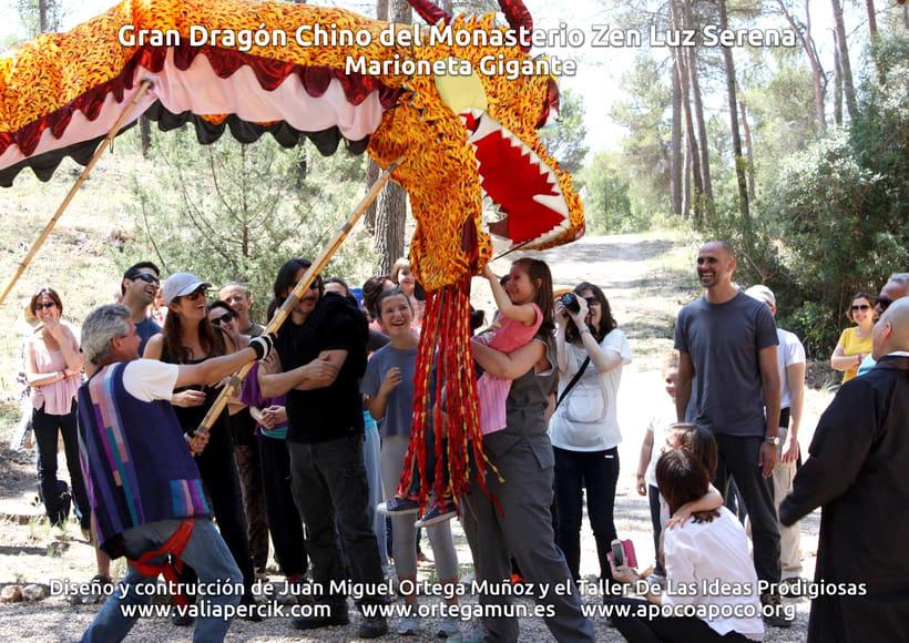 Gran dragón chino del Monasterio Zen Luz Serena. Marioneta gigante 11