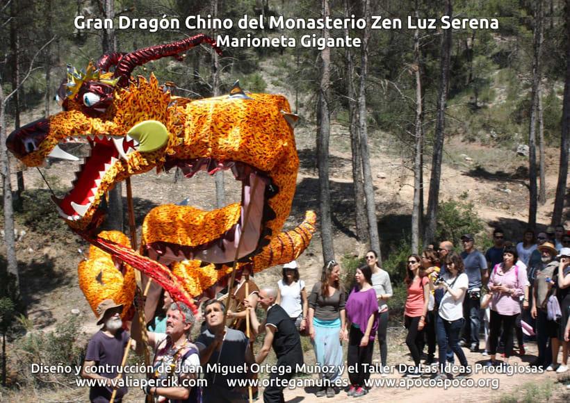 Gran dragón chino del Monasterio Zen Luz Serena. Marioneta gigante 12