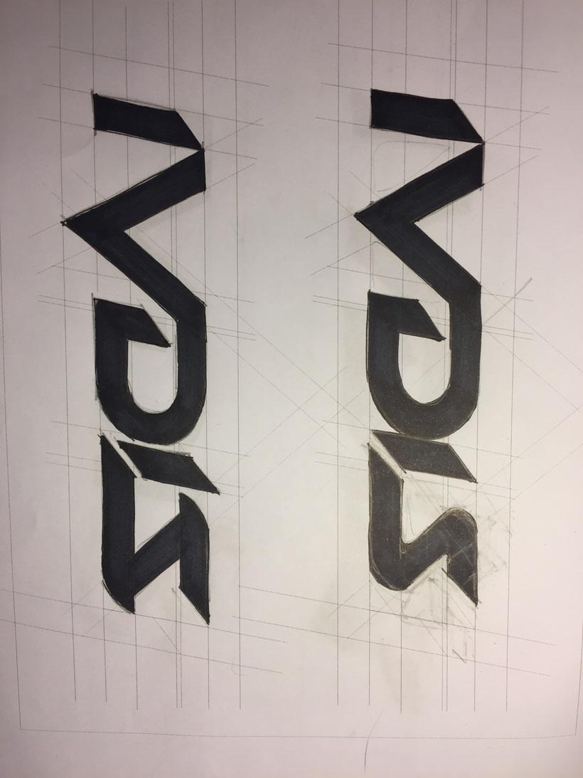 Diseño del logotipo de IVDIS (monograma a usar mas adelante: Dragón) 1