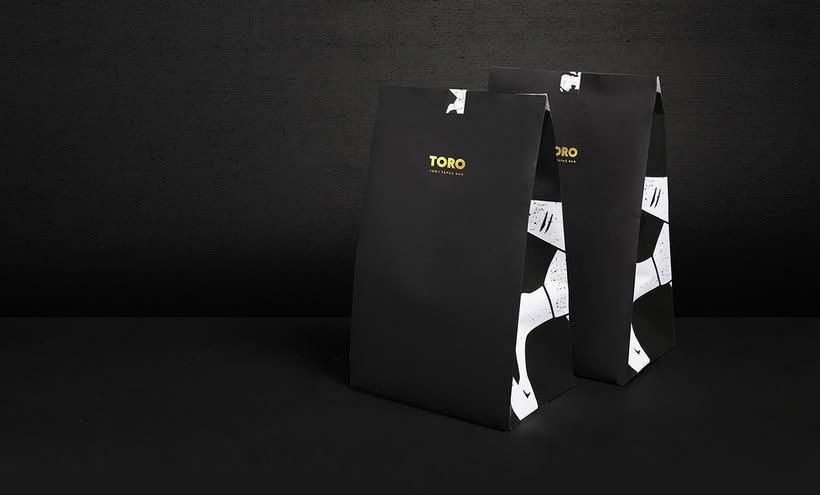 Futura diseña el branding del restaurante Toro 16