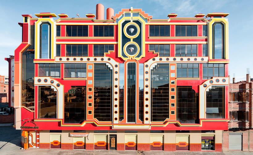 Freddy Mamani es el rey de la arquitectura andina 1