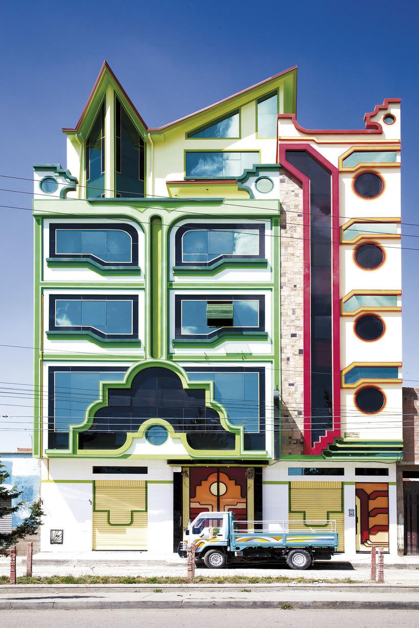 Freddy Mamani es el rey de la arquitectura andina 9