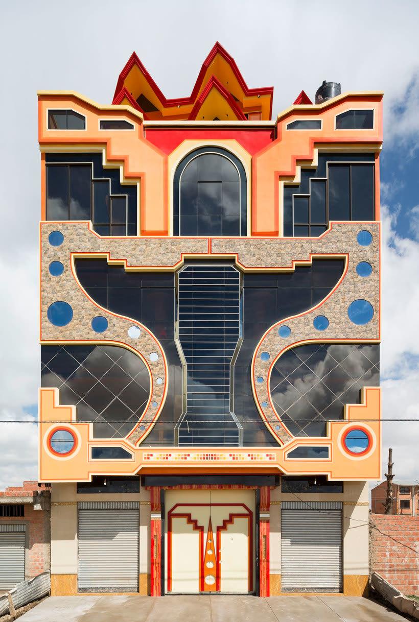 Freddy Mamani es el rey de la arquitectura andina 11