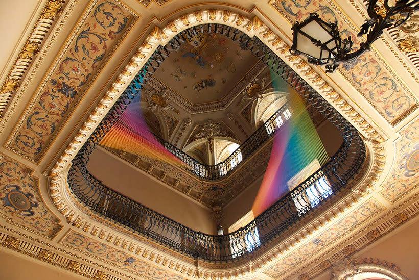Gabriel Dawe crea arcoíris con hilo y sin agua 1