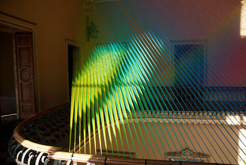 Gabriel Dawe crea arcoíris con hilo y sin agua 2