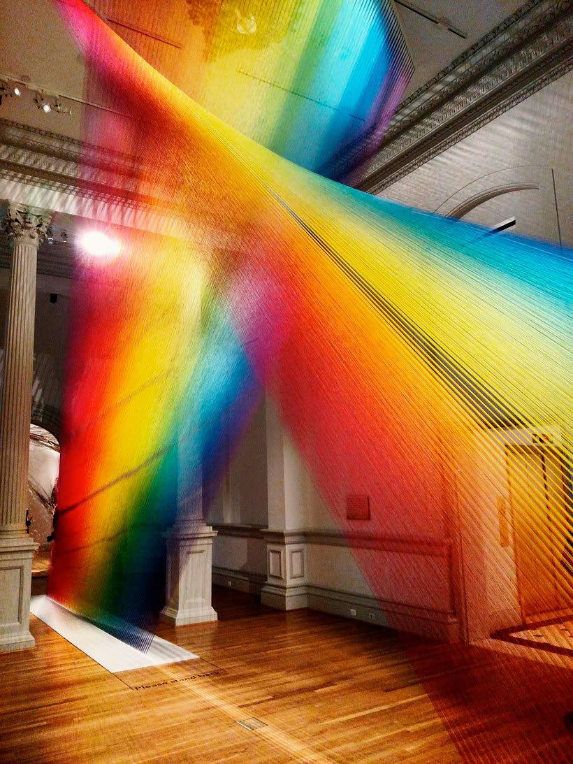 Gabriel Dawe crea arcoíris con hilo y sin agua 11